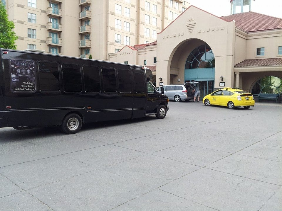 kelowna airport shuttle service kelowna limo. Black Bedroom Furniture Sets. Home Design Ideas